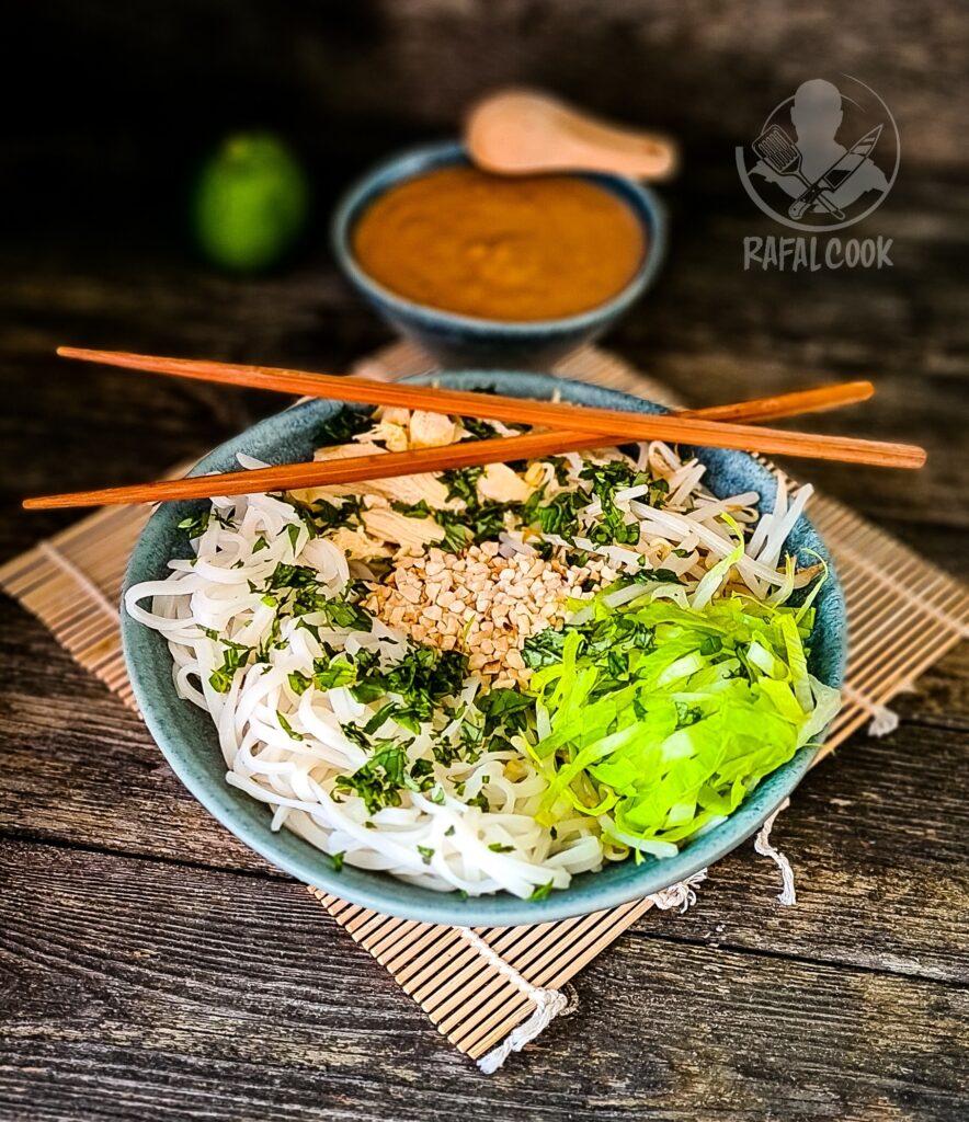 Wietnamska salatka Phò Trôn