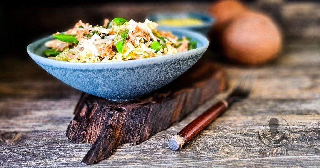 Salatka z kokosem Urap Sayur