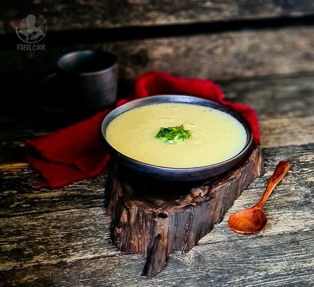 Zimna zupa z ziemniakow
